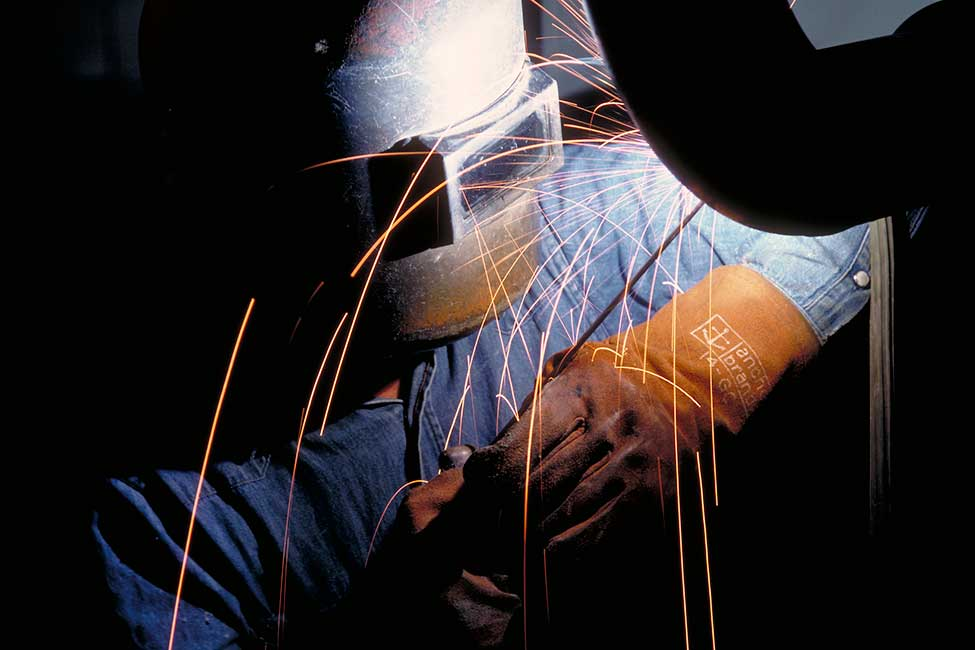 6023-bechtel-savannah-river-welder-at-work