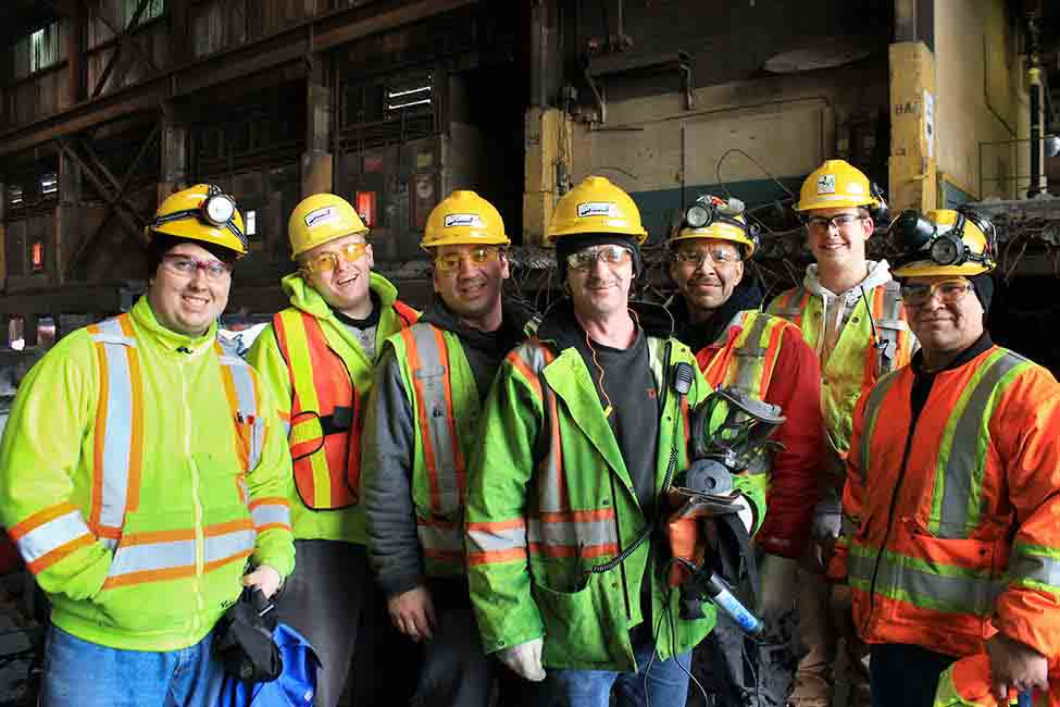 Thanks to the effort of more than 2,000 personnel, the smelter produced first aluminum in 2015