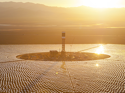 picture of solar panel power plant at Ivanpah, California